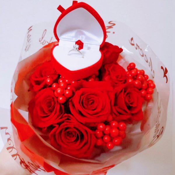 プロポーズの時にいただいた花束とプロポーズリング
